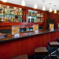 Отель Catalonia Park Güell гостиничный бар
