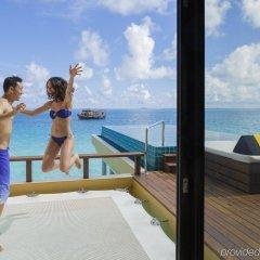 Отель Angsana Velavaru Мальдивы, Южный Ниланде Атолл - отзывы, цены и фото номеров - забронировать отель Angsana Velavaru онлайн Южный Ниланде Атолл  бассейн фото 3