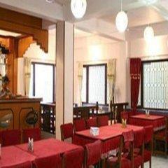 Отель Swayambhu Peace Zone Hotel Непал, Катманду - отзывы, цены и фото номеров - забронировать отель Swayambhu Peace Zone Hotel онлайн гостиничный бар
