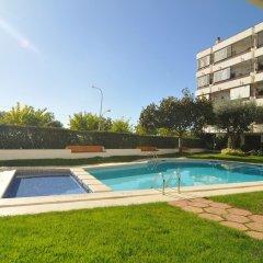 Отель HomeHolidaysRentals Apartamento Canet Playa l - Costa Barcelona бассейн фото 2