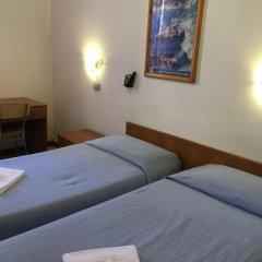 Hotel Adelchi сейф в номере