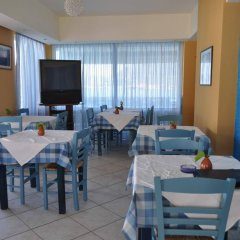 Отель Sofia Mythos Beach Aparthotel Греция, Милопотамос - 1 отзыв об отеле, цены и фото номеров - забронировать отель Sofia Mythos Beach Aparthotel онлайн гостиничный бар
