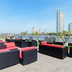 Отель Ramada Plaza by Wyndham Bangkok Menam Riverside гостиничный бар