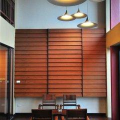 Отель Feung Nakorn Balcony Rooms and Cafe фитнесс-зал
