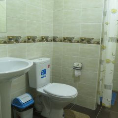 Отель Клуб Стрелецъ Кыргызстан, Бишкек - отзывы, цены и фото номеров - забронировать отель Клуб Стрелецъ онлайн ванная