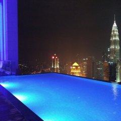 Отель De Platinum Suite Малайзия, Куала-Лумпур - отзывы, цены и фото номеров - забронировать отель De Platinum Suite онлайн бассейн