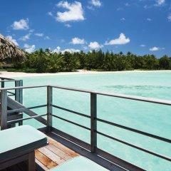 Отель Four Seasons Resort Bora Bora Французская Полинезия, Бора-Бора - отзывы, цены и фото номеров - забронировать отель Four Seasons Resort Bora Bora онлайн балкон
