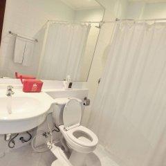 Отель ZEN Rooms Ratchadaphisek Soi Sukruamkan ванная