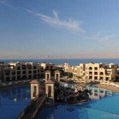 Отель Crowne Plaza Jordan Dead Sea Resort & Spa Иордания, Сваймех - отзывы, цены и фото номеров - забронировать отель Crowne Plaza Jordan Dead Sea Resort & Spa онлайн бассейн