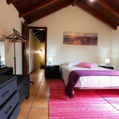 Отель A Casinha de Santa Cruz Санта-Крус сейф в номере