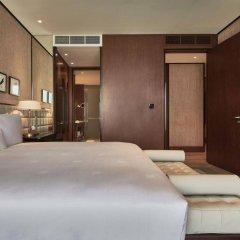 Отель Waldorf Astoria Dubai International Financial Centre сейф в номере
