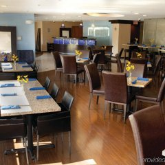 Отель Holiday Inn Express & Suites Bloomington - Mpls Arpt Area West Блумингтон питание