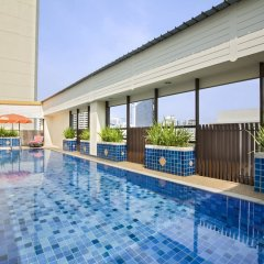 Отель Citadines Sukhumvit 16 Bangkok Таиланд, Бангкок - 1 отзыв об отеле, цены и фото номеров - забронировать отель Citadines Sukhumvit 16 Bangkok онлайн бассейн фото 2