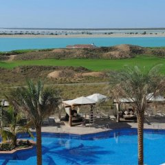 Radisson Blu Hotel, Abu Dhabi Yas Island бассейн фото 3