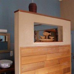 Отель Calis Bed and Breakfast сейф в номере