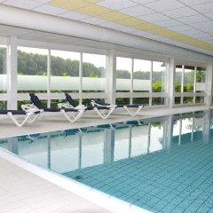 Отель Fletcher Hotel - Resort Spaarnwoude Нидерланды, Велсен-Зюйд - отзывы, цены и фото номеров - забронировать отель Fletcher Hotel - Resort Spaarnwoude онлайн бассейн фото 2