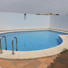 Отель Villa With 7 Bedrooms in Conil de Frontera, With Private Pool, Enclosed Garden and Wifi - 900 m From the Beach Кониль-де-ла-Фронтера бассейн фото 3