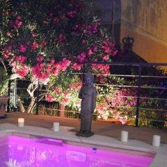 Отель Hôtel Le Petit Palais Франция, Ницца - отзывы, цены и фото номеров - забронировать отель Hôtel Le Petit Palais онлайн бассейн фото 2