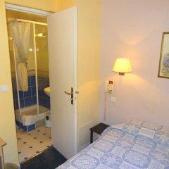 Отель MALAR Париж сейф в номере