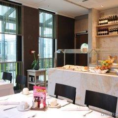 Отель Indigo Berlin-Alexanderplatz Германия, Берлин - отзывы, цены и фото номеров - забронировать отель Indigo Berlin-Alexanderplatz онлайн питание фото 2
