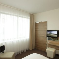 Отель H4 Hotel Berlin Alexanderplatz Германия, Берлин - 1 отзыв об отеле, цены и фото номеров - забронировать отель H4 Hotel Berlin Alexanderplatz онлайн комната для гостей фото 5