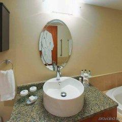 Отель Embassy Suites Montréal by Hilton Канада, Монреаль - отзывы, цены и фото номеров - забронировать отель Embassy Suites Montréal by Hilton онлайн ванная