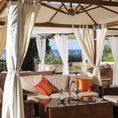 Coral Beach Hotel and Resort гостиничный бар