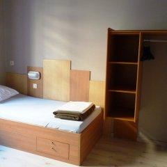 Sleep Well Youth Hostel сейф в номере