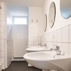 Отель A1 Hostel Nürnberg Германия, Нюрнберг - 1 отзыв об отеле, цены и фото номеров - забронировать отель A1 Hostel Nürnberg онлайн ванная