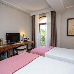 Отель Tiflis Palace комната для гостей фото 12