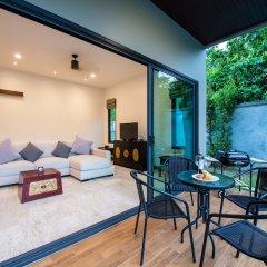 Отель Вилла Acasia Pool Villa Resort Phuket Бухта Чалонг балкон