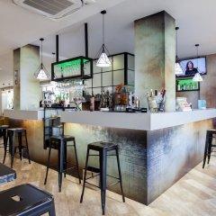 Hotel Puerta de Toledo гостиничный бар