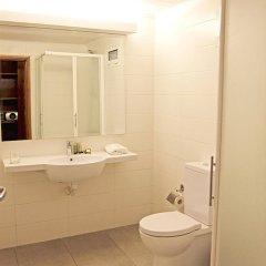 Отель The Hub Hotel Сьерра-Леоне, Фритаун - отзывы, цены и фото номеров - забронировать отель The Hub Hotel онлайн ванная