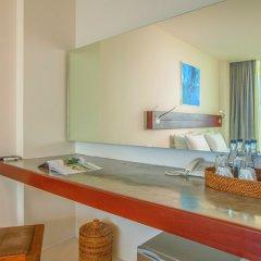 Отель Surin Beach Resort удобства в номере