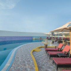 Отель Holiday Inn Bur Dubai - Embassy District бассейн фото 3