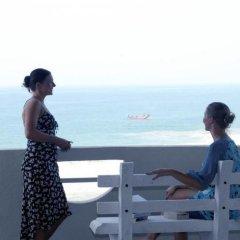 Отель Oasey Beach Resort Шри-Ланка, Бентота - отзывы, цены и фото номеров - забронировать отель Oasey Beach Resort онлайн балкон
