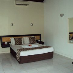 Отель Geckos Resort сейф в номере