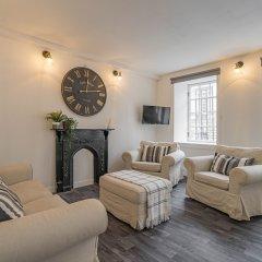 Апартаменты Royal Mile 5 BR Apartment nr Castle Эдинбург комната для гостей фото 2