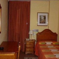Отель Pensió La Creu комната для гостей фото 4