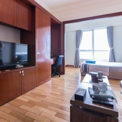 Апартаменты The Manor Luxury 1BR Apartment Center комната для гостей