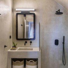 Отель 3 Caves Villa by Caldera Houses Греция, Остров Санторини - отзывы, цены и фото номеров - забронировать отель 3 Caves Villa by Caldera Houses онлайн ванная