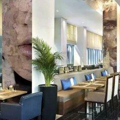 Отель The Ritz-Carlton, Dubai International Financial Centre ОАЭ, Дубай - 8 отзывов об отеле, цены и фото номеров - забронировать отель The Ritz-Carlton, Dubai International Financial Centre онлайн питание фото 2