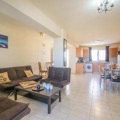Отель Konnos 2 Bedroom Apartment Кипр, Протарас - отзывы, цены и фото номеров - забронировать отель Konnos 2 Bedroom Apartment онлайн комната для гостей фото 3