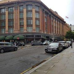 Апартаменты Hans Crescent Apartment Лондон парковка
