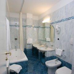 Отель Sant Alphio Garden Hotel & Spa (Giardini Naxos) Италия, Джардини Наксос - 2 отзыва об отеле, цены и фото номеров - забронировать отель Sant Alphio Garden Hotel & Spa (Giardini Naxos) онлайн ванная