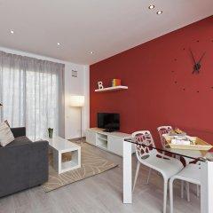 Апартаменты Bbarcelona Apartments Gaudi Flats Барселона комната для гостей фото 2