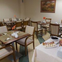 Отель Willa Biala Lilia Польша, Гданьск - 4 отзыва об отеле, цены и фото номеров - забронировать отель Willa Biala Lilia онлайн питание