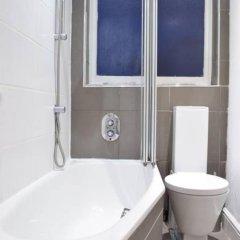 Отель Kensington 1 Bedroom Flat With Terrace Великобритания, Лондон - отзывы, цены и фото номеров - забронировать отель Kensington 1 Bedroom Flat With Terrace онлайн ванная фото 2