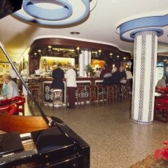 Отель Apartamentos Bajondillo бассейн