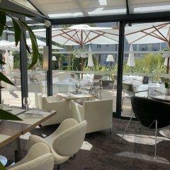 Отель Hôtel Le Canberra - Hôtels Ocre et Azur бассейн